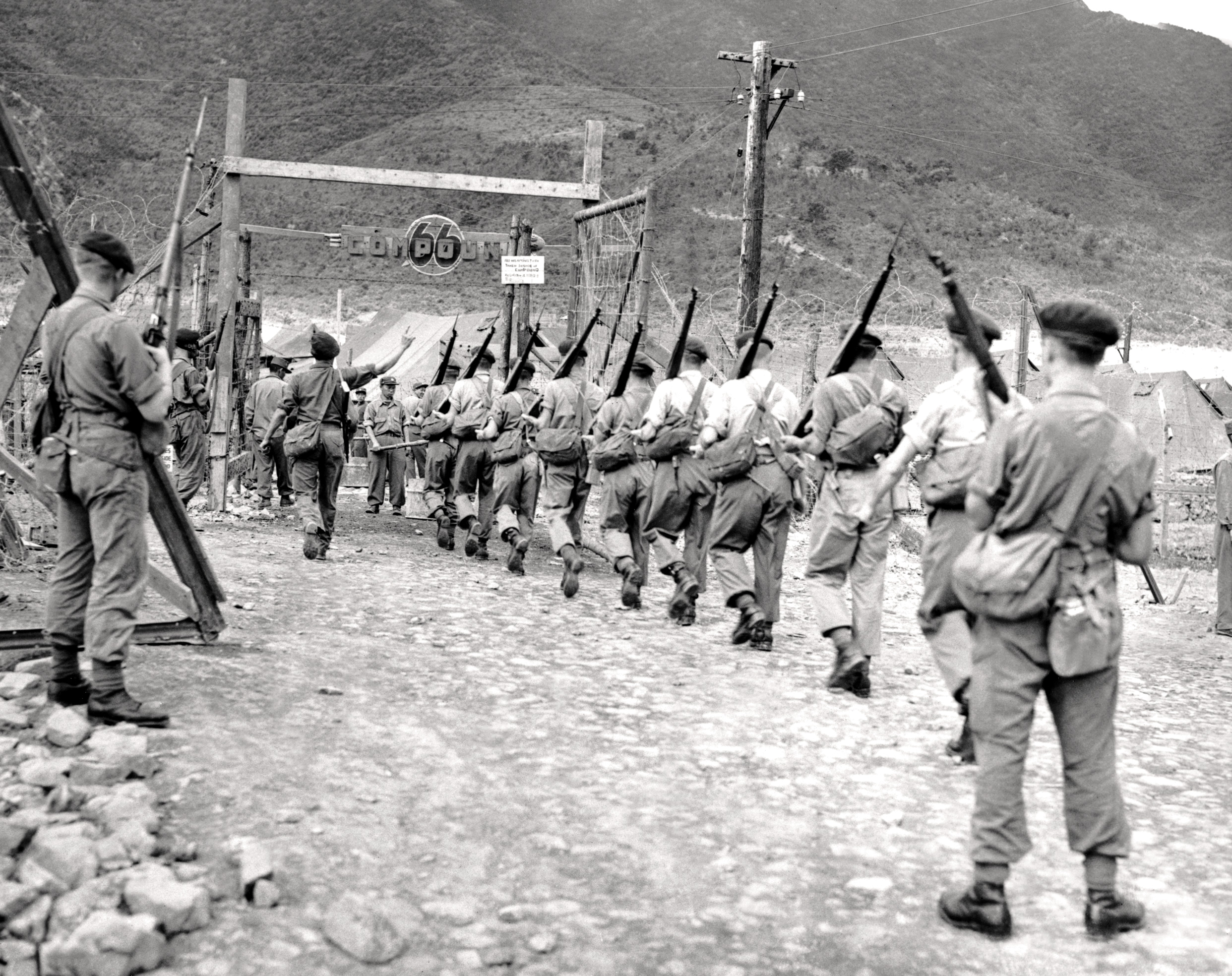 how far was the korean war a A military failure of the korean war was the 300 mile us retreat, which was a result of chinese intervention intervention was a risky move for a political disadvantage of the korean war was an increase in anti-communist paranoia, which was especially represented through the senator joseph.