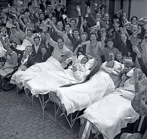 Patients were carried from a hospital into the street to join the celebrations in Utrecht. [LAC/e010865632]