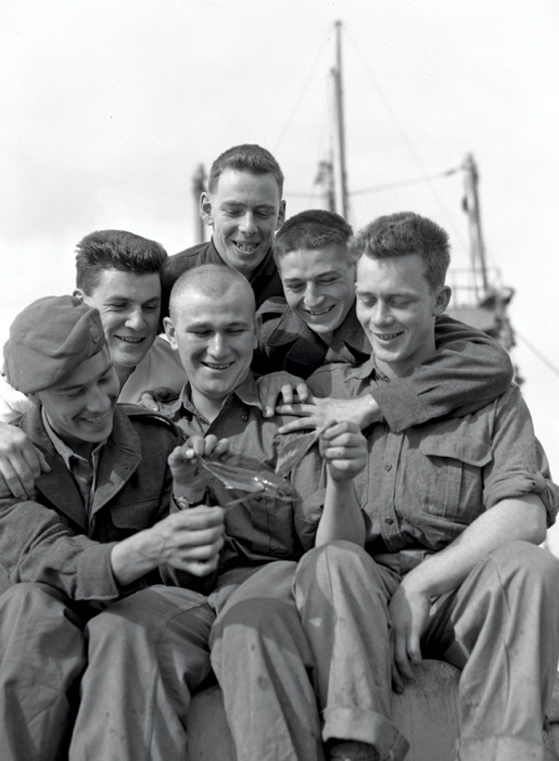 2nd Battalion PPCLI on board ship for Korea, November 1950. [LAC/e010836621]