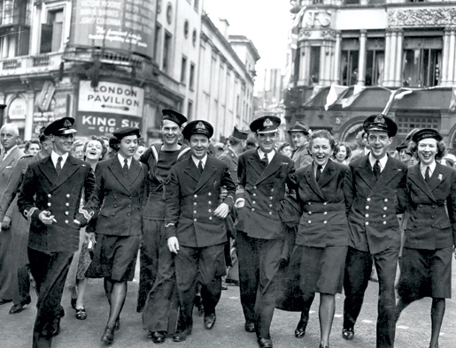 Broad smiles telegraph the mood of staff of the Canadian Naval Mission Overseas as they join the throngs in London near Piccadilly Circus. [Canadian War Museum/19790488-010-2]