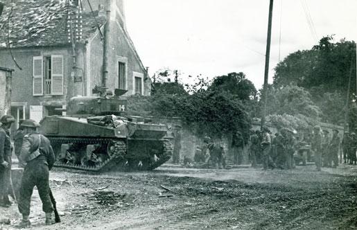 Falaise, 1944 [LAC/PA-135908]