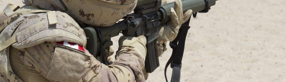 A member of Air Task Force - Iraq Auxiliary Security Force (ASF) takes aim at a shooting range in Camp Patrice Vincent, Kuwait, during Operation IMPACT on August 20, 2015.  Photo: OP IMPACT, DND KW02-2015-0176-080 ~ Un membre de la force auxiliaire de sécurité (FAS) de la Force opérationnelle aérienne en Irak vise une cible au champ de tir, au Camp Patrice Vincent, au Koweït, au cours de l'opération IMPACT, le 20 août 2015.  Photo : Opération IMPACT, MDN KW02-2015-0176-080