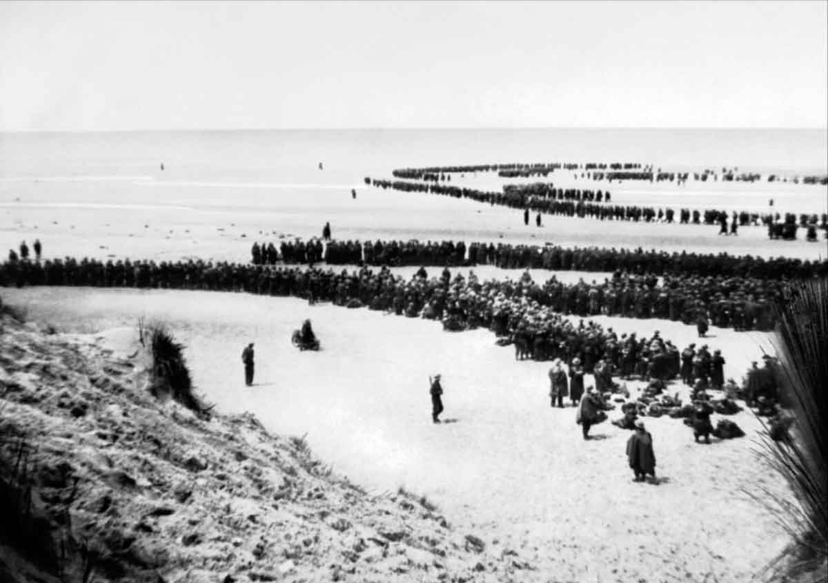 British troops line up on the beach at Dunkirk to await evacuation. NYP 68075 Part of AMERICAN (US) EMBASSY SECOND WORLD WAR PHOTOGRAPH LIBRARY: CLASSIFIED PRINT COLLECTION
