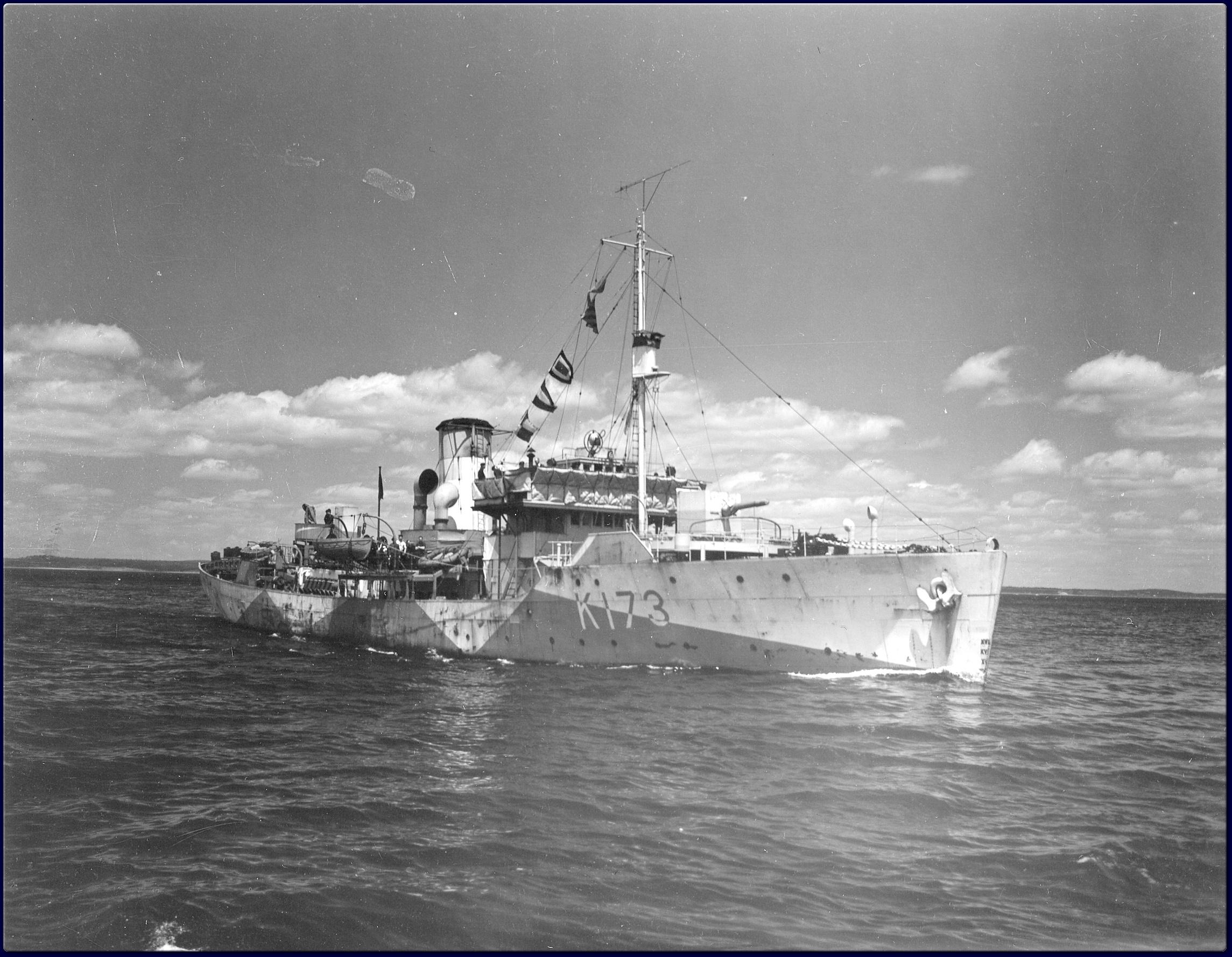 HMCS_Weyburn_1942-1943_NP-1012