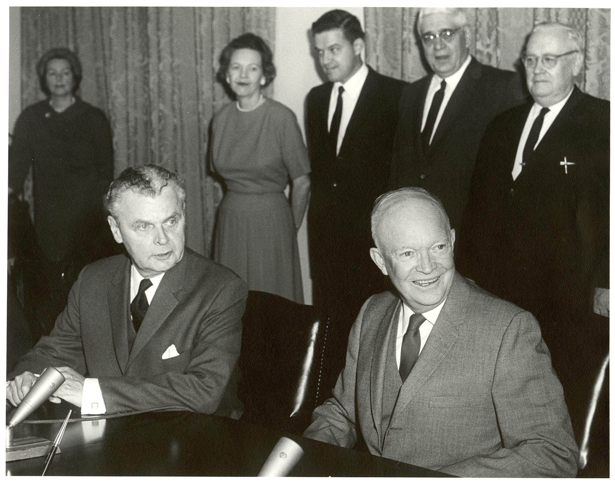 john_diefenbaker_and_dwight_eisenhower_at_signing_of_columbia_river_treaty_january_1961