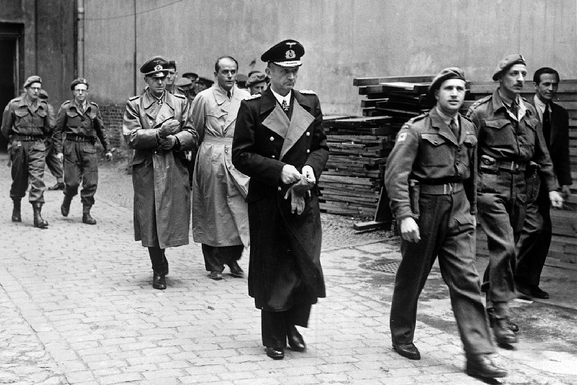 Hitler, Raeder, and the demise of the <em> Kriegsmarine </em>