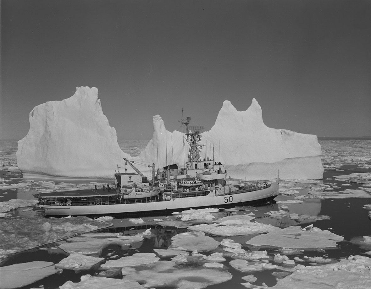 HMCS <em> Labrador </em>explores the Arctic