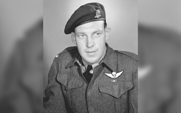 Paratrooper medic received the Victoria Cross